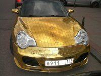 Шик по-русски: Porsche 911, покрытый золотыми пластинами - фото 9