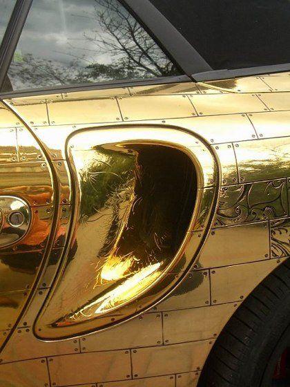 Шик по-русски: Porsche 911, покрытый золотыми пластинами - фото 6