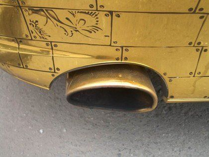 Шик по-русски: Porsche 911, покрытый золотыми пластинами - фото 8