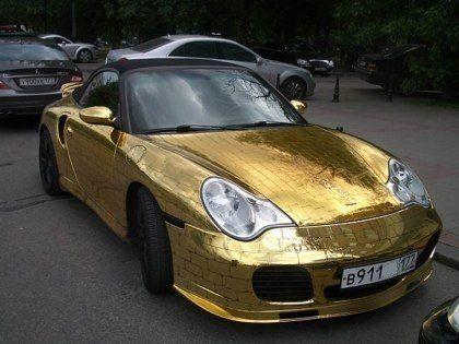 Шик по-русски: Porsche 911, покрытый золотыми пластинами - фото 3