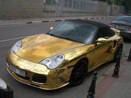 Шик по-русски: Porsche 911, покрытый золотыми пластинами - фото 5