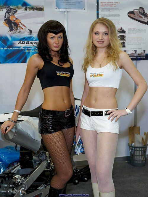 Девушки с выставки Мотор-парк 2009 - фото 4