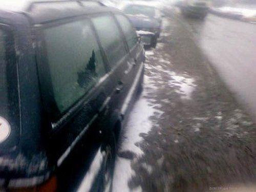 В Минске посыпали дороги и машины - фото 2