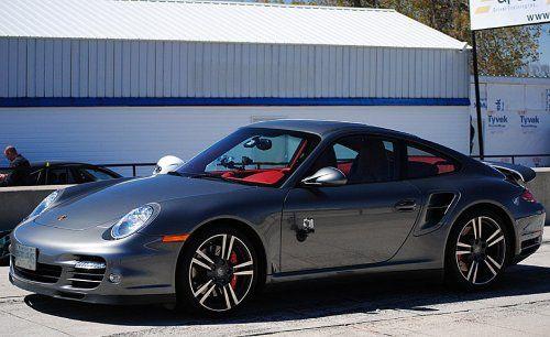 Сын автожурналиста протаранил ворота гаража на Porsche 911 Turbo - фото 9