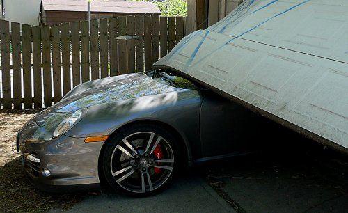 Сын автожурналиста протаранил ворота гаража на Porsche 911 Turbo - фото 8