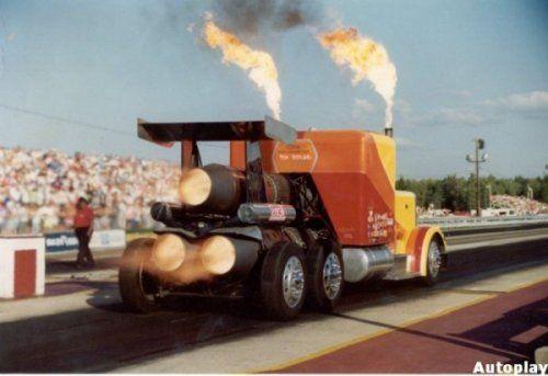Shockwave Jet Truck- экстремальный грузовик, развивающий 612 км/ч - фото 3