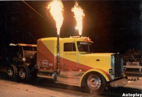 Shockwave Jet Truck- экстремальный грузовик, развивающий 612 км/ч - фото 1