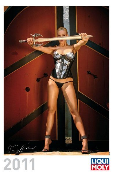Liqui Moly выпустил эротический календарь на 2011 год - фото 3