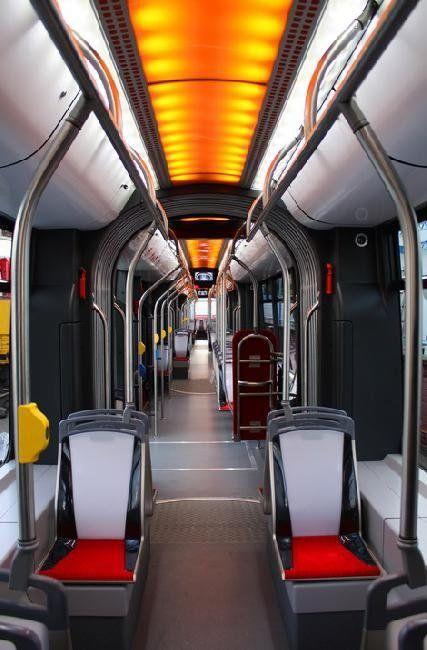 Автобус превратили в трамвай - фото 2