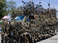 Микроавтобус из латуни оценили в 350000$