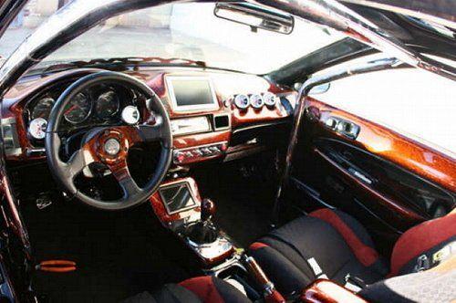 Выставлена на продажу BMW с колонками и монитором под… капотом! - фото 5