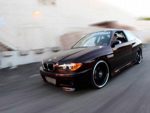 Выставлена на продажу BMW с колонками и монитором под… капотом! - фото 6
