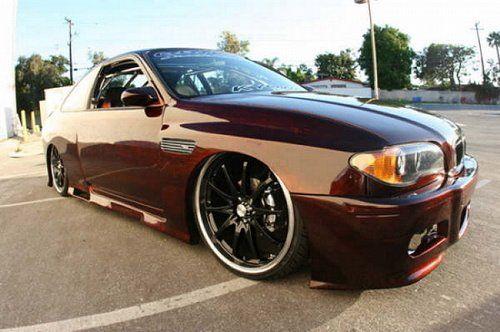 Выставлена на продажу BMW с колонками и монитором под… капотом! - фото 2
