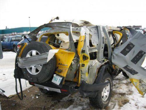 Последствия взрыва баллона с ацетиленом внутри Toyota FJ Cruiser - фото 6