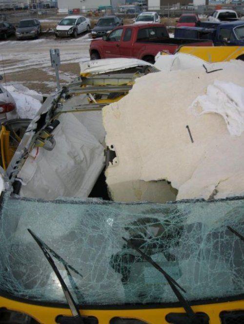 Последствия взрыва баллона с ацетиленом внутри Toyota FJ Cruiser - фото 3