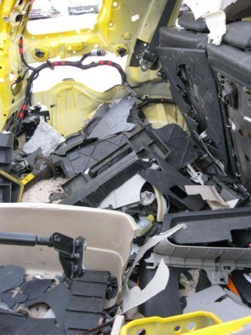 Последствия взрыва баллона с ацетиленом внутри Toyota FJ Cruiser - фото 5