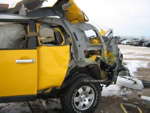 Последствия взрыва баллона с ацетиленом внутри Toyota FJ Cruiser - фото 2