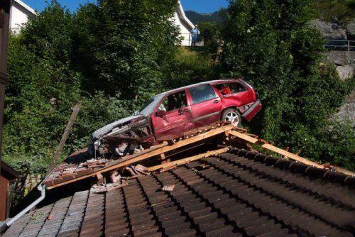 Подросток пролетел на машине 17 метров - фото 2