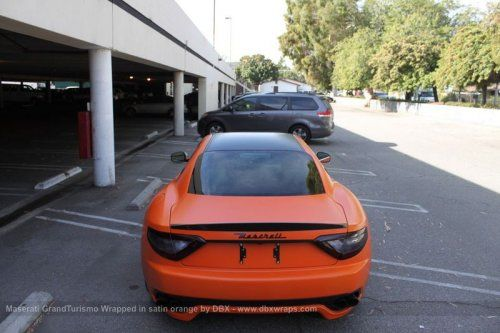 Maserati GranTurismo S затянули в оранжевую пленку в DBX - фото 19