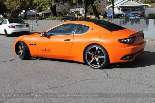Maserati GranTurismo S затянули в оранжевую пленку в DBX - фото 16