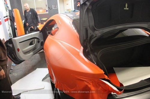 Maserati GranTurismo S затянули в оранжевую пленку в DBX - фото 8