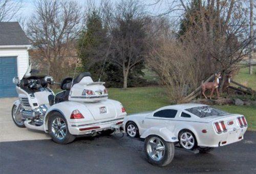 Необычные прицепы в виде автомобилей - фото 1