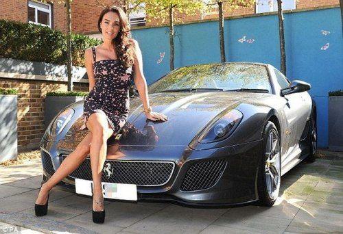 Дочь хозяина Формулы 1 снялась в фотосессии с Ferrari - фото 1