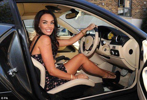 Дочь хозяина Формулы 1 снялась в фотосессии с Ferrari - фото 4
