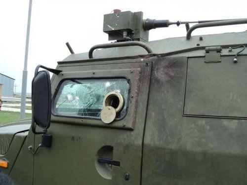 Обстрелянный в Чечне военный автомобиль Тигр - фото 3