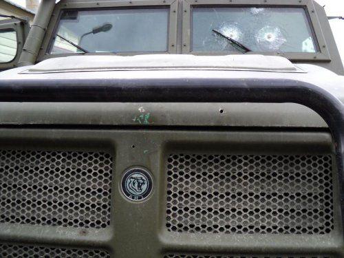Обстрелянный в Чечне военный автомобиль Тигр - фото 5