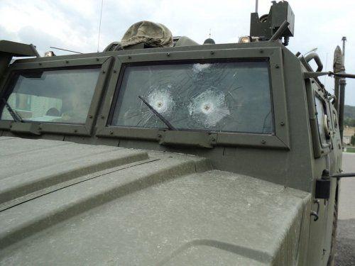Обстрелянный в Чечне военный автомобиль Тигр - фото 6