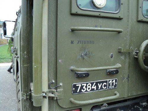Обстрелянный в Чечне военный автомобиль Тигр - фото 4