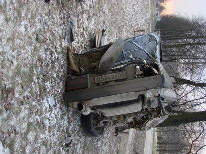 Разрушенный автомобиль в Питере - фото 3